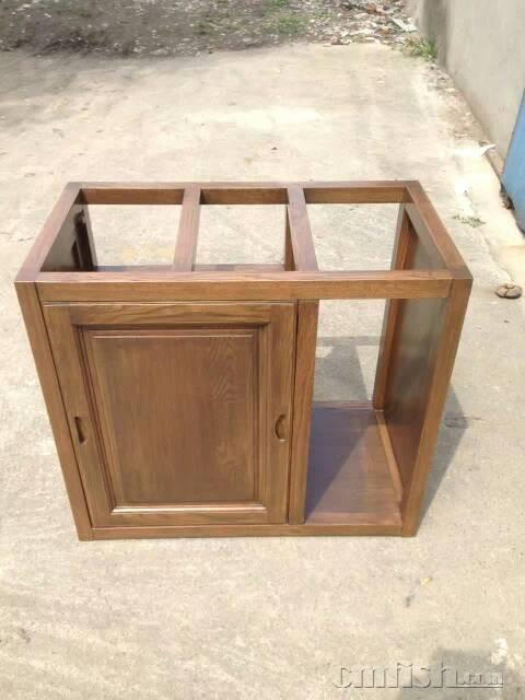 大小鱼缸和实木底柜,可根据要求来设计